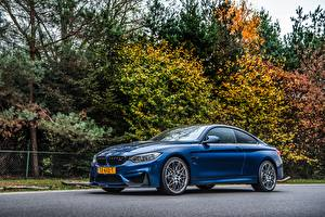 Fotos BMW Blau Metallisch Coupe Seitlich M4 Competition Autos