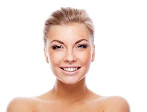 Bilder Blond Mädchen Model Make Up Lächeln Starren