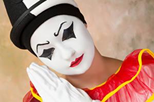 Fotos Unscharfer Hintergrund Clowns Schminke Rote Lippen Gesicht junge frau