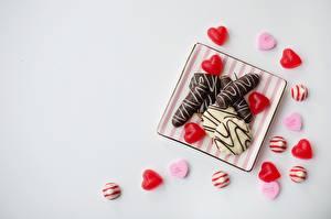 Fotos Bonbon Grauer Hintergrund Herz Vorlage Grußkarte das Essen