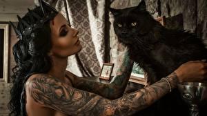 Bureaubladachtergronden Katten Kroon hoofddeksel Zwart kleur Brunette meisje Handen Tatoeage Anya Sugar Jonge_vrouwen