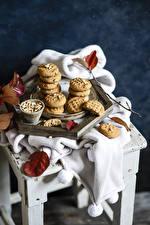 Fotos Kekse Nussfrüchte Blattwerk Stuhl