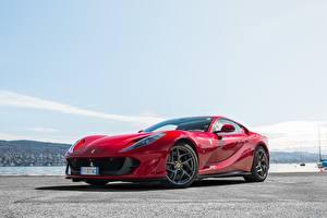 Fotos Ferrari Rot Metallisch Superfast, 812 auto