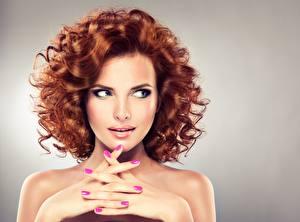 Sfondi desktop Dita Modella Ragazza capelli castani Pettinatura Makeup Braccia Manicure Bel Donna rossa ragazza