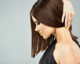 Fotos Finger Model Seitlich Schminke Haar Maniküre Frisur junge Frauen