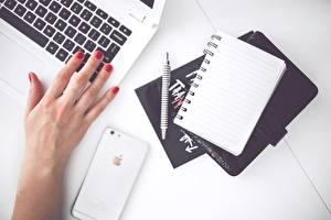 Hintergrundbilder Finger iPhone Hand Maniküre Notizblock Kugelschreiber