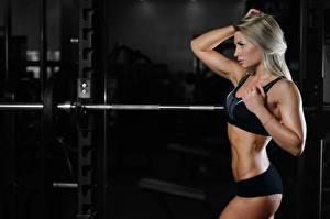 Fotos Fitness Blondine Turnhalle Hantelstange Sport Mädchens