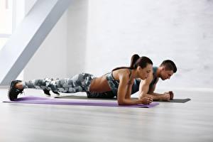 Hintergrundbilder Fitness Mann Fitnessstudio Körperliche Aktivität Pose Sport Mädchens