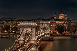 Tapety na pulpit Węgry Budapeszt Budynki Rzeki Most Noc Latarnia uliczna Chain Bridge