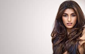 Bilder Indian Haar Gesicht Starren Grauer Hintergrund Rakshitha Mädchens