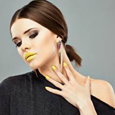 Hintergrundbilder Lippe Finger Braune Haare Gesicht Schminke Maniküre junge frau