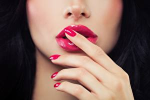 Bilder Lippe Finger Gesicht Schminke Maniküre junge frau