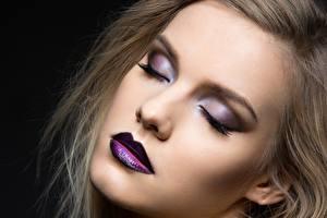 Bilder Model Gesicht Schminke Schwarzer Hintergrund junge frau