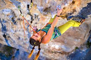 Hintergrundbilder Bergsteigen Felsen Körperliche Aktivität Hand Bergsteiger junge frau Sport