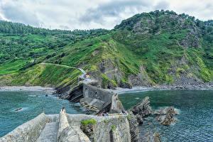 Bakgrunnsbilder Spania En bro En bukt Klippe Gaztelugatxe Natur
