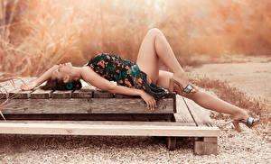 Fotos Kleid Bein Liegt High Heels Schönes Amaya Mädchens