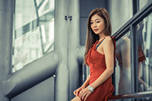 Fondos de escritorio Asiático Vestido Mano mujeres jóvenes