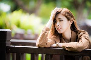 Papel de Parede Desktop Asiático Mão Cabelo Ver Bokeh moça