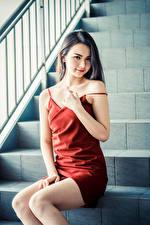 Bilder Asiaten Stiege Sitzen Kleid Blick Mädchens
