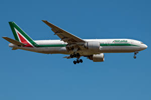 Papéis de parede Boeing Aviãos Avião comercial Lateralmente Alitalia, 777-200ER Aviação imagens