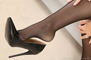 Wallpapers Closeup Legs Stilettos Pantyhose Girls pictures images