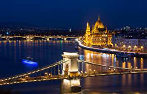 Fotos & Bilder Ungarn Budapest Haus Flusse Brücken Nacht Straßenlaterne Lichterkette Städte