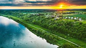 Bakgrunnsbilder Litauen Elver Elv Bygning Åker Daggry og solnedgang Kaunas Ovenfra  Natur