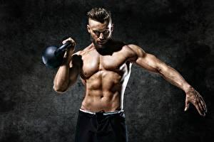 Bilder Mann Fitness Bauch Muskeln Hand Kugelhantel Sport
