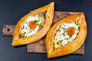 Desktop wallpapers Baking Khachapuri Gray background Cutting board 2 Fried egg Food