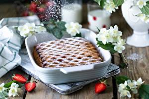 Bilder Obstkuchen Erdbeeren Puderzucker Tisch das Essen
