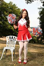 Hintergrundbilder Reanna Only Cheerleader Pose Gras Stühle Brünette Lächeln Uniform Bein junge frau