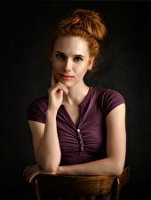 Bilder Rotschopf Hand Starren junge Frauen