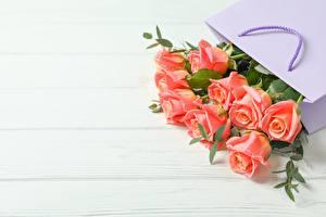 Hintergrundbilder Rose Sträuße Tüte Bretter Vorlage Grußkarte Blumen