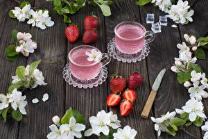 Desktop wallpapers Strawberry Drinks Knife Cup Table Food