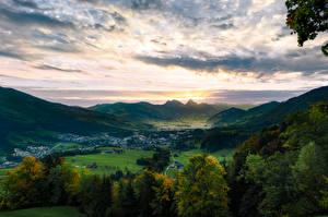 Tapety na pulpit Szwajcaria Góry Jezioro Niebo Dolina Drzewa Alpy Lake Lauerz, Arth-Goldau Natura