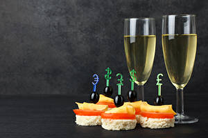 Photo Wine Butterbrot Olive Cheese Stemware Food