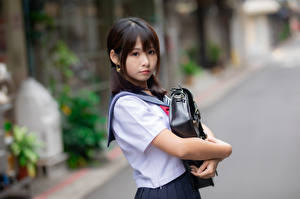 Bilder Asiatische Schülerin Bokeh Blick Brünette junge Frauen