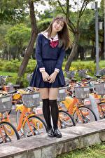 Bilder Asiatisches Lächeln Schülerin Blick Braunhaarige
