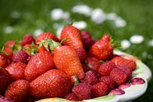 Hintergrundbilder Beere Viel Himbeeren Erdbeeren Rot das Essen