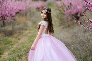 Fonds d'écran Arrière-plan flou Petites filles Les robes Voir