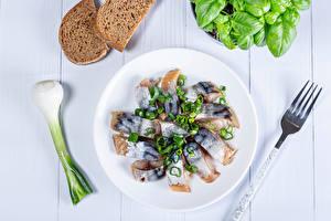 Hintergrundbilder Fische - Lebensmittel Frühlingszwiebel Gemüse Brot Teller Gabel