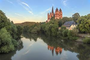 Hintergrundbilder Deutschland Flusse Kathedrale Bäume Spiegelung Spiegelbild Hessen, Limburg Cathedral