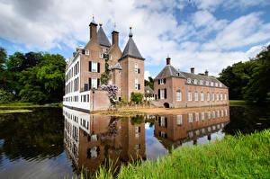 Bilder Niederlande Burg Teich Türme Castle Renswoude, Utrecht Städte