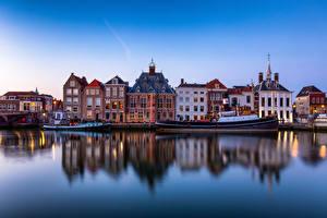 Bilder Niederlande Haus Flusse Binnenschiff Boot Spiegelung Spiegelbild Maassluis, Maas river Städte