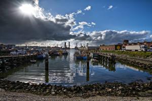 Fotos Niederlande Seebrücke Binnenschiff Himmel Steine Bucht Wolke IJmuiden Harbour Städte Natur