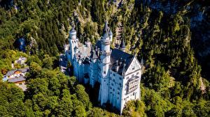 Sfondi desktop Castello di Neuschwanstein Castello Germania Baviera Vista dall'alto Città