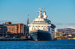 Картинки Норвегия Пирсы Корабль Tromso