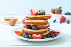 Pictures Hotcake Berry Blueberries Plate