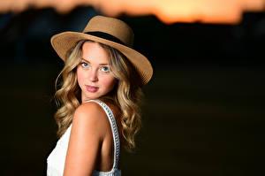 Hintergrundbilder Der Hut Haar Blick Bokeh Selina junge frau