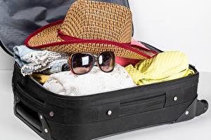 Wallpaper Suitcase Hat Glasses